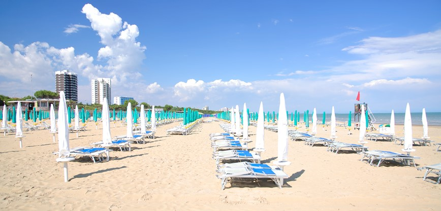 km travel_sandy beach_Italy km travel