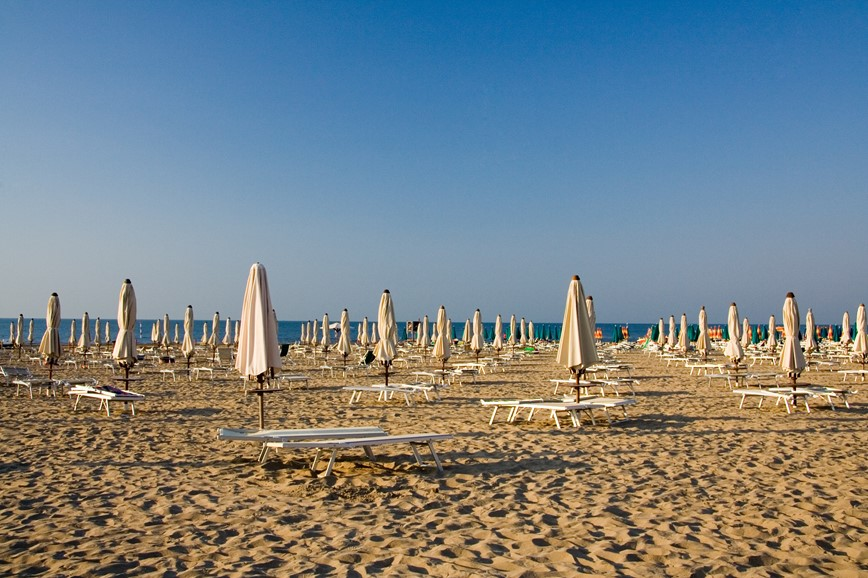 km travel_sandy beach_Italy3